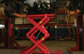 SCISSOR LIFTING TABLE